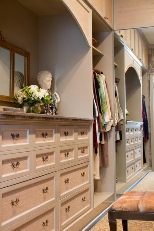 Wandgestaltung mit schönen Tapeten übergang flur kleiderschrank