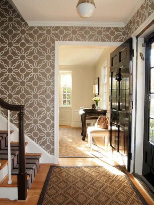 Wandgestaltung mit schönen Tapeten braun muster blumen eingang