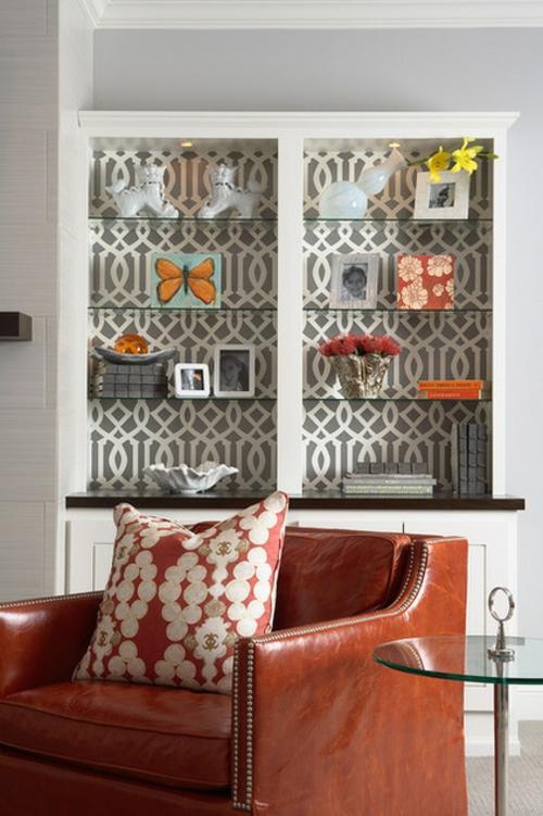 Wandgestaltung mit schönen Tapeten regale glas wohnzimmer grau