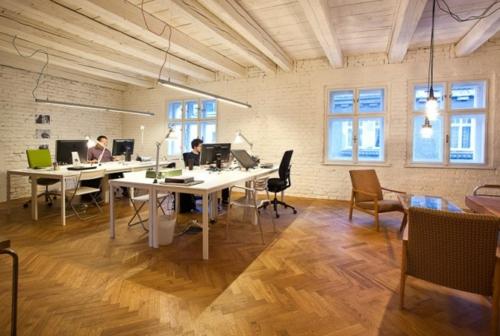 arbeitsraum büro dachgeschoss abgehängt weiß holz