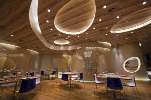 beleuchtung decke indirekt restaurant esstische glanzvoll stühle