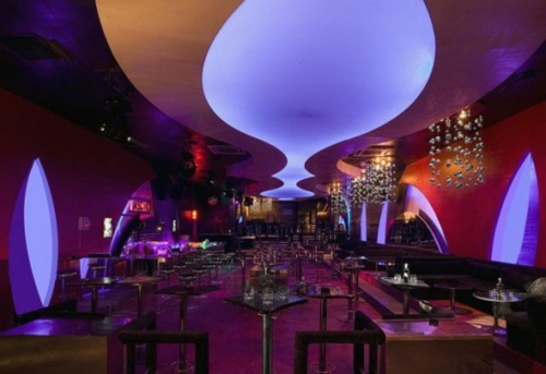bunte lichter beleuchtung zimmerdecke restaurant urban stil