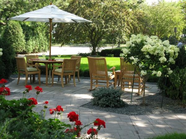 den vorgarten neu gestalten robuste stühle aus hellem holz