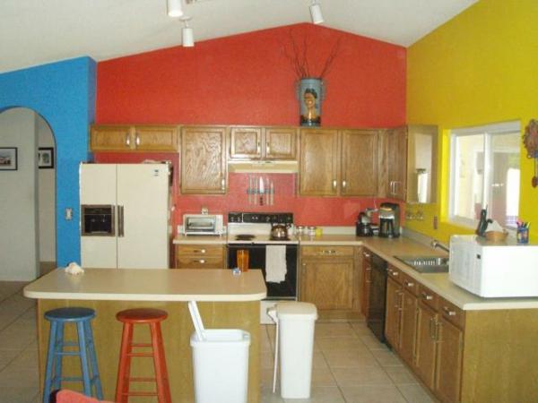 die farbgestaltung ihrer langweiligen küche farbenfroh