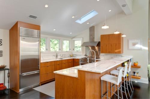 ein flexibles küchen design metallglänzender kühlschrank