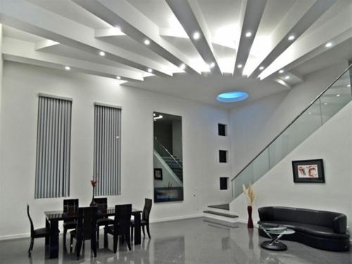 elegant weiß zimmerdecke beleuchtung eingebaut indirekt einrichtung