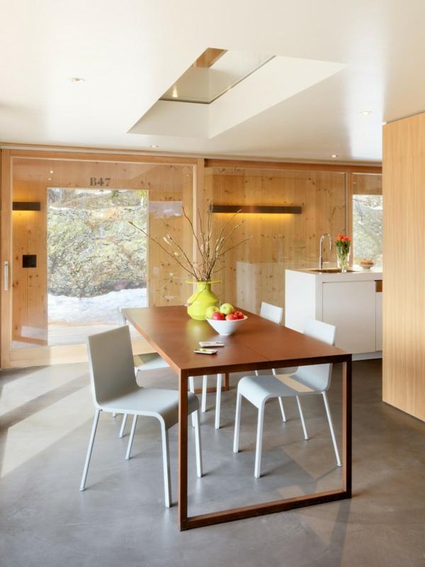 elegante berghütte tanenholz und glaswände