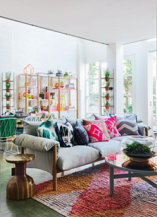 Elegante Farbgestaltung zu Hause feminine kissen couchtisch