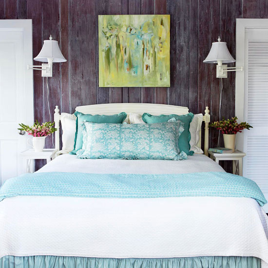 frisch und chic mit blau abstrakte kunst raue holzplanken