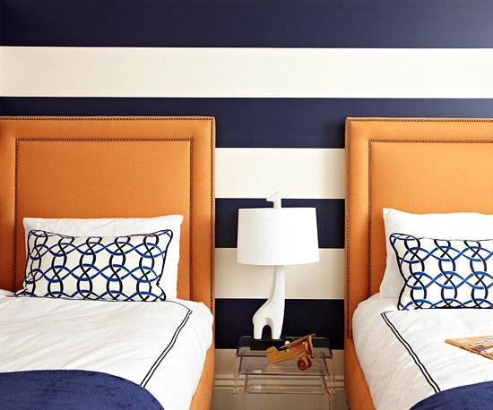 frisch und chic mit blau marineblaue streifen auf der wand