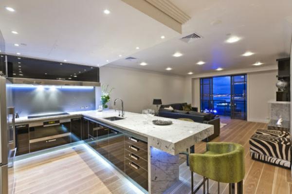 frische küchenrückwand ideen einbauleuchten hochglanz