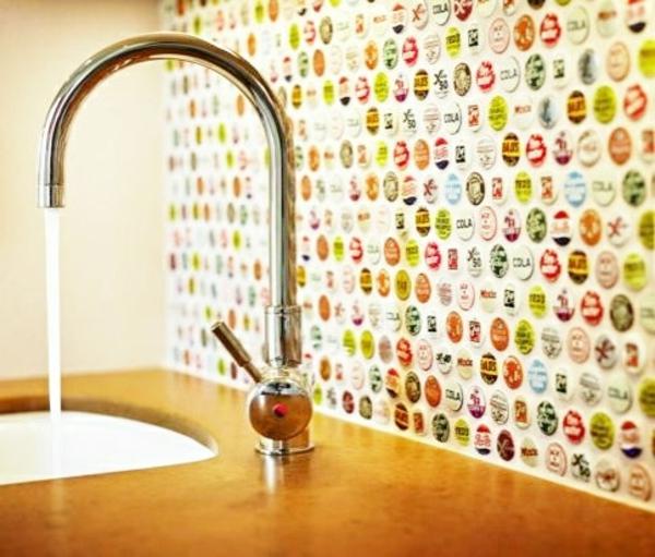 frische küchenrückwand ideen flaschendeckel kollektion