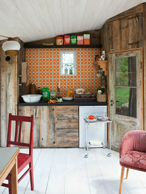 frische küchenrückwand ideen fliesen mit orangen runden mustern