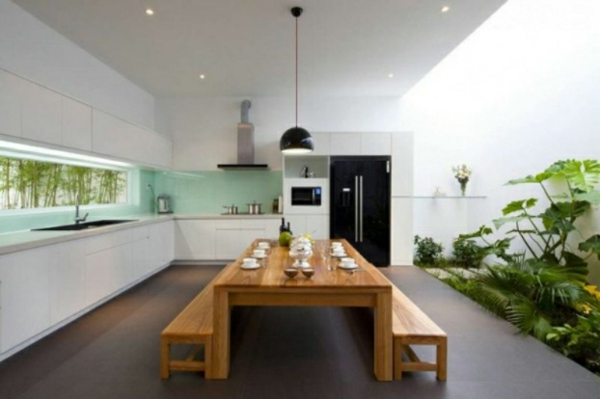 frische küchenrückwand in seladongrün mit fenster