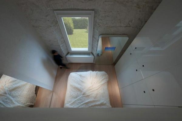 futuristische residenz hohe decke hochglanz weiß