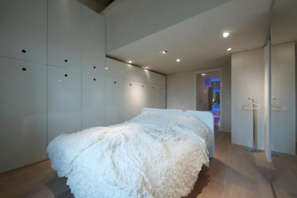 futuristische residenz kuschelweiche tagesdecke in weiß