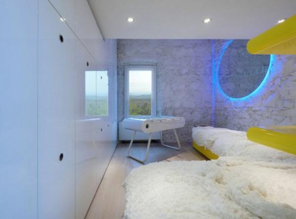 futuristische residenz natursteine wände weiß gestrichen