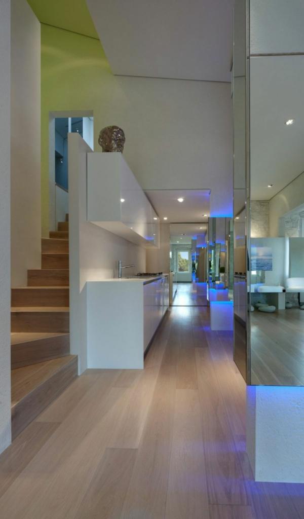 futuristische elegante residenz spiegelwände einbauleuchten