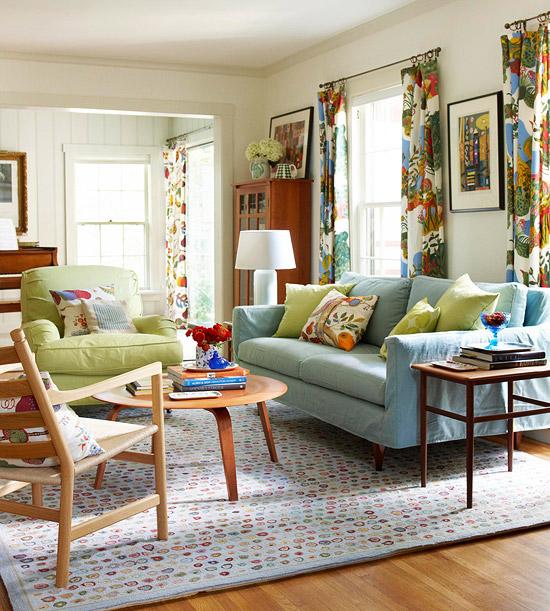 gewagte farbgestaltung für ihr wohnzimmer bunte vorhänge und kissen