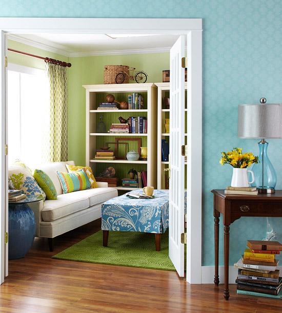 gewagte farbgestaltung für ihr wohnzimmer feine florale muster