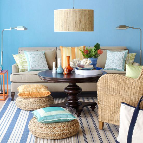 gewagte farbgestaltung für ihr wohnzimmer rattansessel und sitzkissen