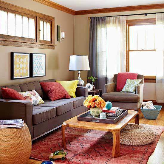 gewagte farbgestaltung für ihr wohnzimmer schokobraunes sofa kissen