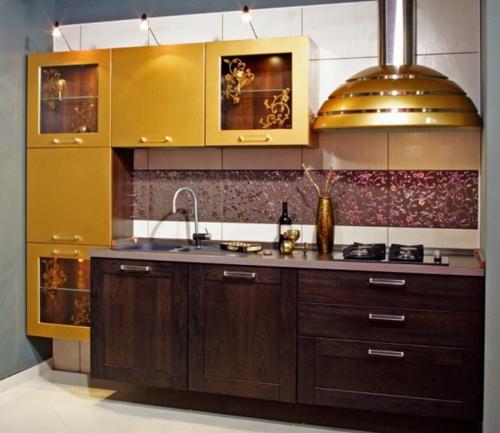 glamouröse interior ideen abzugshaube und schränke in gold