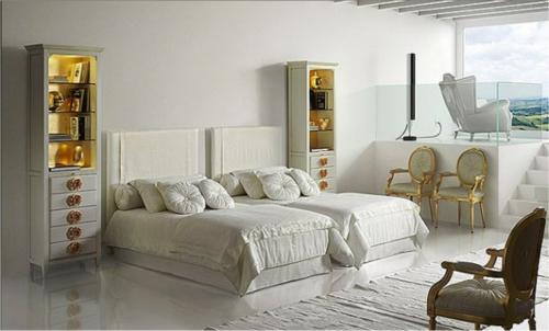 glamouröse interior ideen panoramafenster schmale regale vergoldete griffe