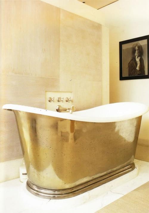 glamouröse interior ideen vergoldete freistehende vintage badewanne