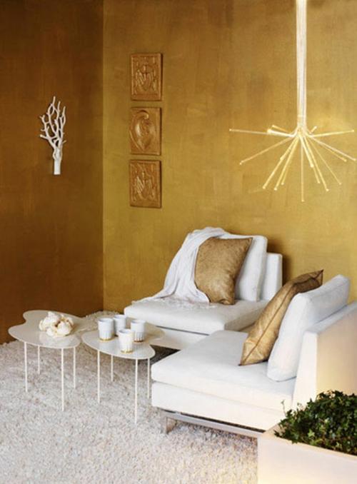 glamouröse interior ocker wände filigrane ausgefallene hängeleuchte