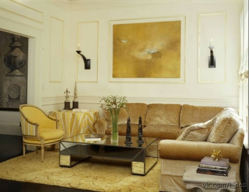 glamouröse interior samtig weiche couch abstrakte wandkunst