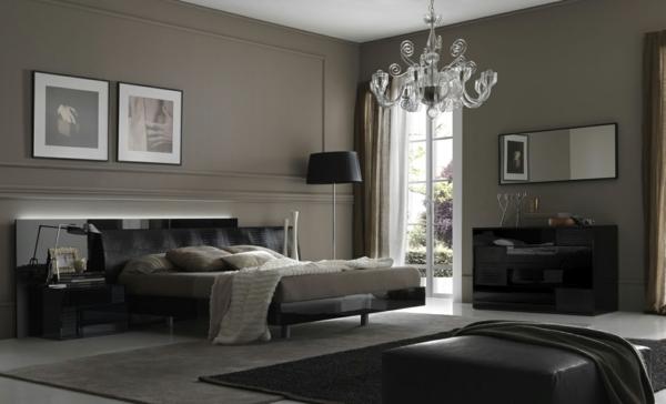 Lovely Grau Als Trendfarbe Kronleuchter Aus Glas Quadratischer Lederhocker Design Ideas