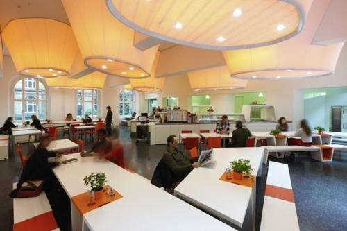 große beleuchtungskörper restaurant idee zimmerdecke