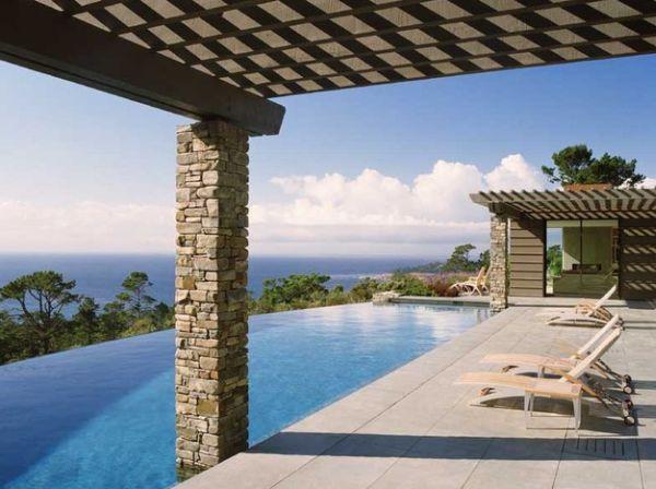 großer pool design liegen holz pergola stein säulen