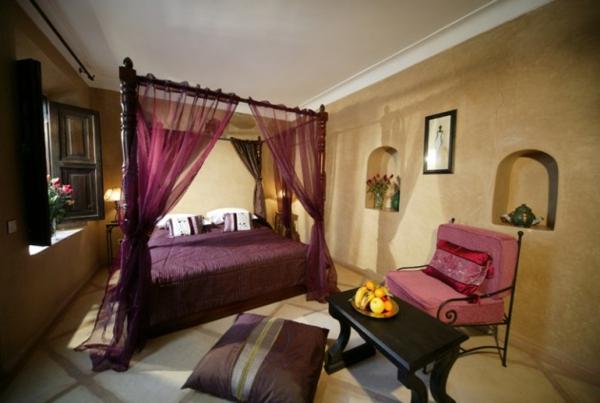 himmelbett rosa lila gardinen schlafzimmer marokkanisch