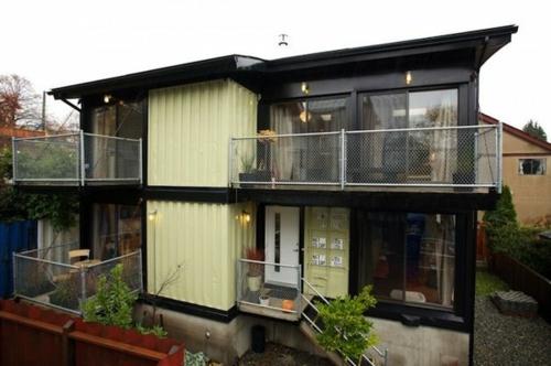 inspirierende Container Häuser holzplatten natur umgebung metall geländer