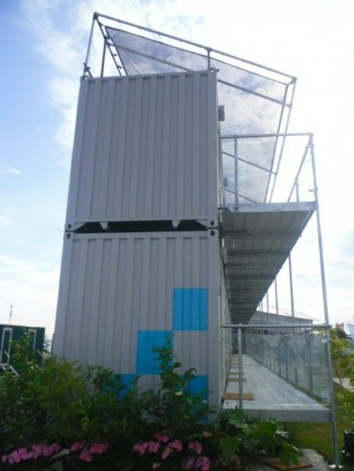 inspirierende Container Häuser metall schichten platten grau fassade blumen