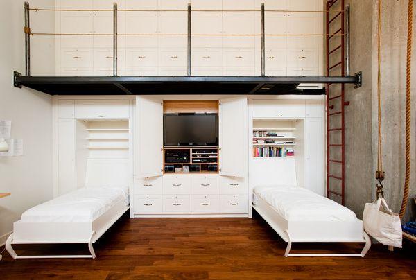intelligente designs mit klappbett weiße kulisse viele fächer