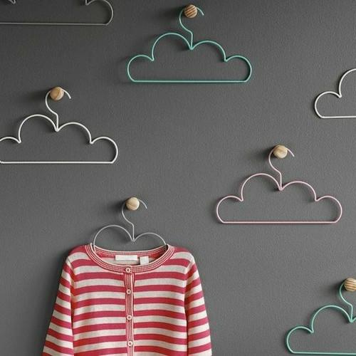 kostengünstige Deko Accessoires wohnideen kleiderbügel wolkenartig