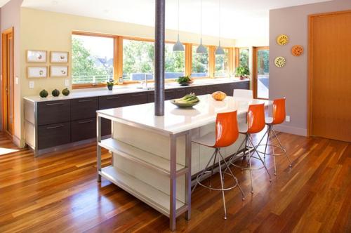 tipps für Küchenfenster modern design glanzvoll orange barhocker