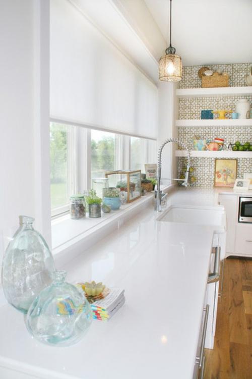 tipps für Küchenfenster modern design weiß glanzvoll oberfläche spüle