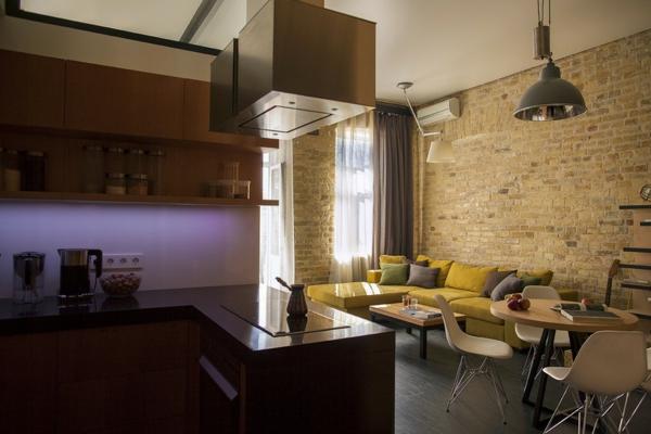 kreative wohnung mit fließendem design mit einbauküche
