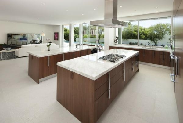 residenz mit gewagtem design minimalistische küche marmor und nussbaumholz