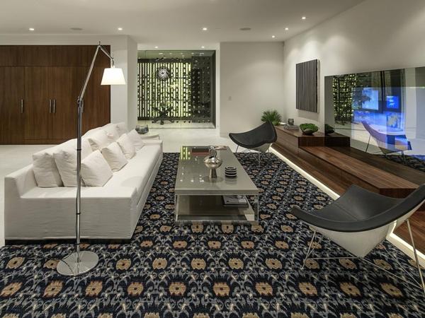 luxuriöse residenz mit gewagtem design teppich mit stilisierten blumen