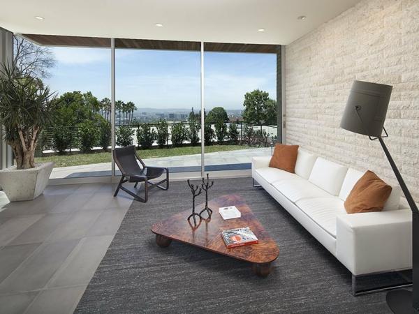 luxuriöse residenz mit gewagtem design travertin wand couchtisch mit grober maserung