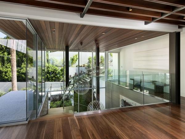 luxuriöse residenz mit gewagtem design viel glas im treppenhaus