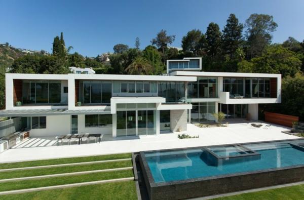 luxuriöse residenz mit gewagtem design zweistöckig mit außenpool