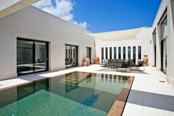 luxus ferienvilla auf mallorca einladender innenhof