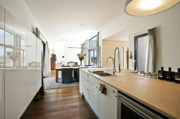 luxus ferienvilla auf mallorca minimalistische küche hochglanz weiß