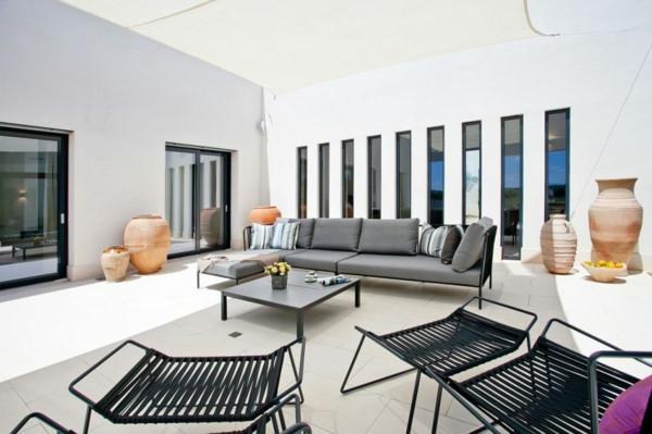 luxus ferienvilla auf mallorca stylische metallmöbel